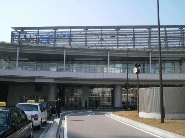 富山県旅行観光高岡駅