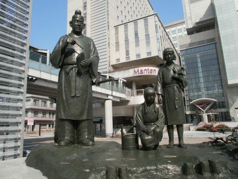 富山県旅行観光高岡駅大伴家持と少女像