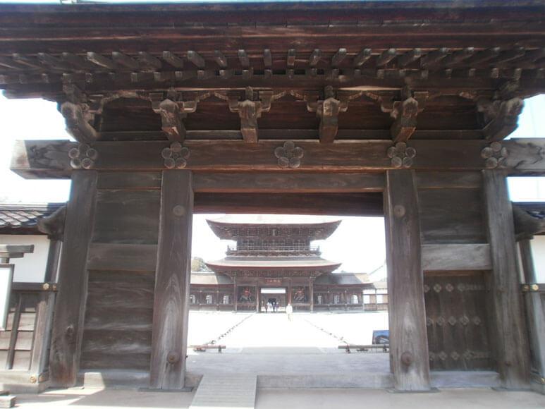富山県旅行観光高岡市瑞龍寺総門