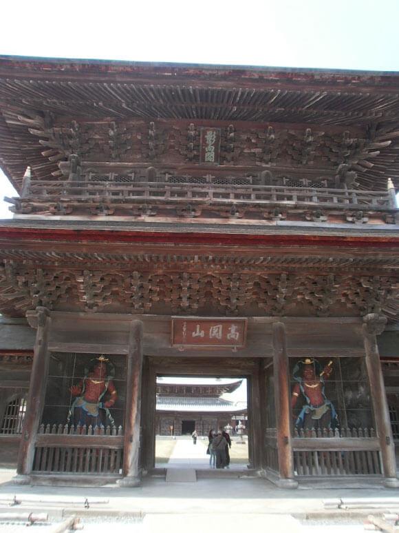 富山県旅行観光高岡市瑞龍寺山門