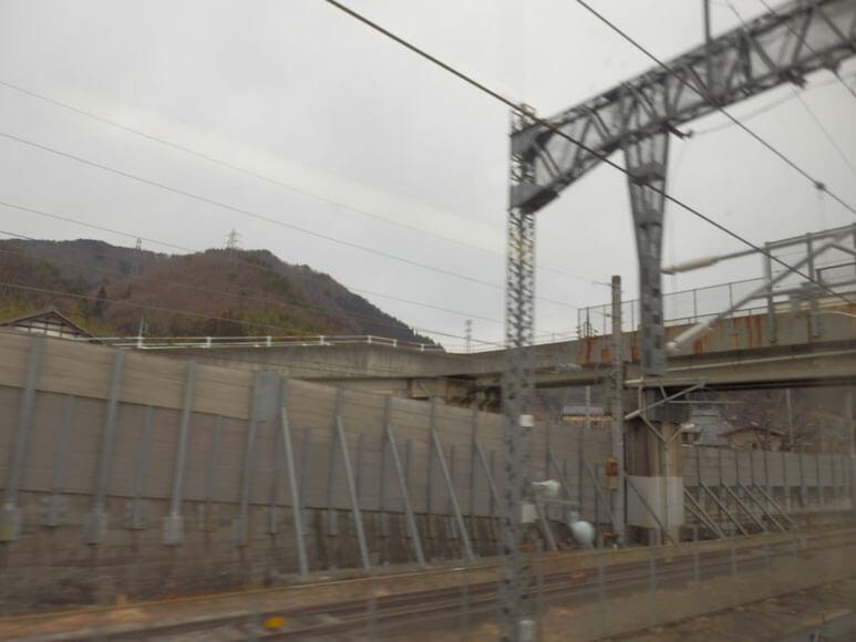新潟県の旅行観光上演新幹線の窓