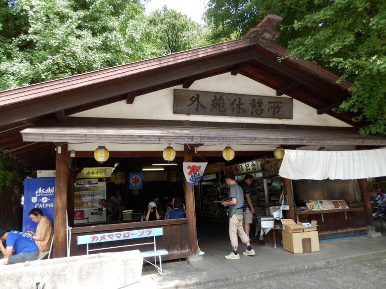 東京都旅行観光靖国神社の参拝